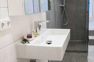 Mit der Fußbodenheizung ein kleines Bad optisch vergrößern