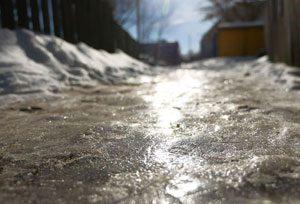 Eis-und schneefreie Auffahrten, Treppen und Fußwege dank der Warmup-Freiflächenheizung